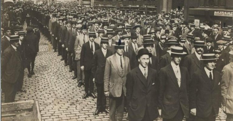 Liverpool Pals lining up to enlist