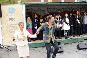 Lord Mayor, Councillor Erica Kemp & Ian Hewitt of the Big Soul Collective at Williamson Square mass busking event