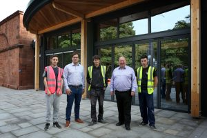 Mike Hanlon from Allerton Manor Golf Club and Mayor Joe Anderson with apprentices